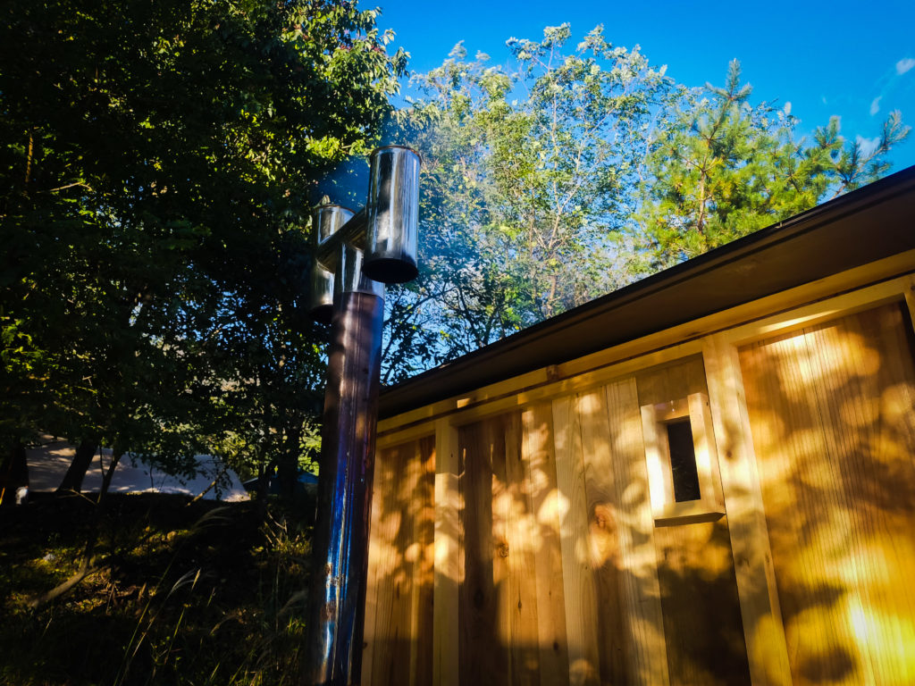 自然の中でキャンプもサウナも。アウトドアサウナ付きキャンプ場